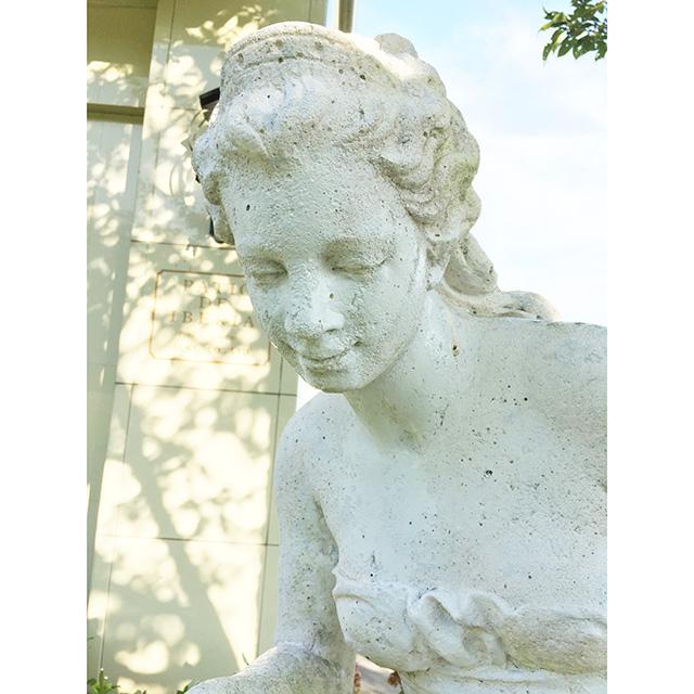 Stone Statue - 石像|大型石像|バラを摘む女性|少々難あり|HGE0067IB